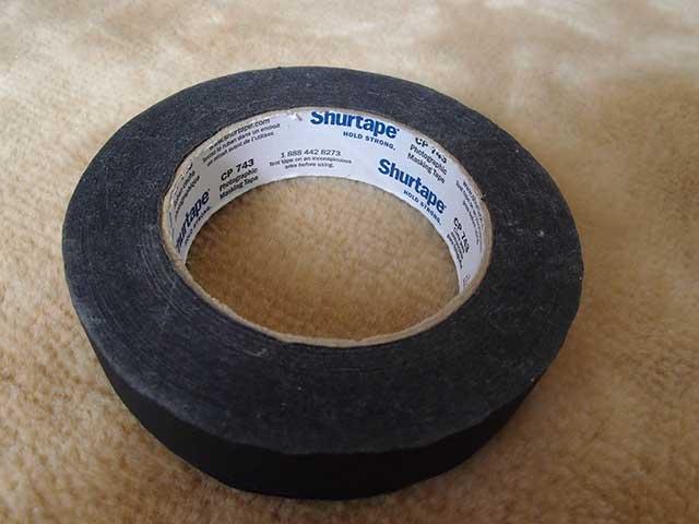 私が使っているのは「シュアーテープ」という名称のもの1,500円くらい。