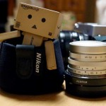お散歩カメラのレンズキャップに「Nikon フードハット」